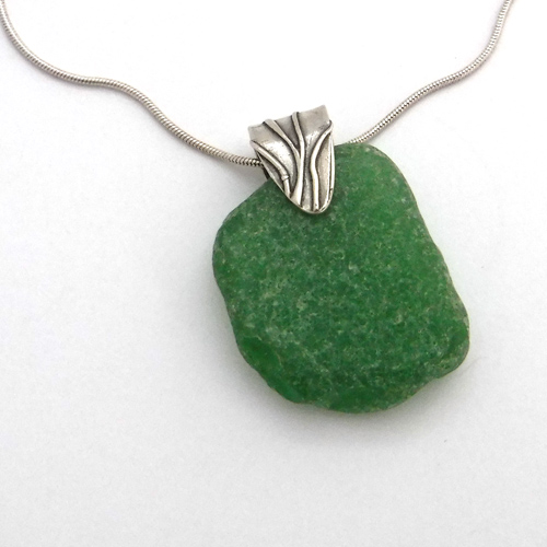kelly green sea glass necklace 1