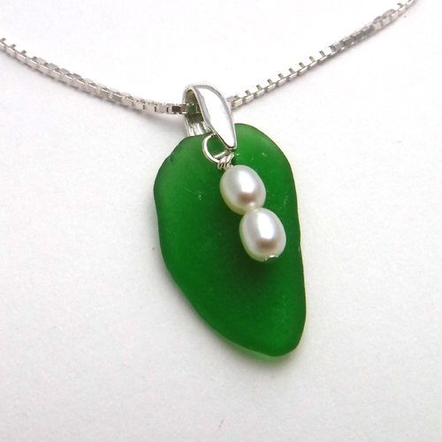 jade green necklace 1