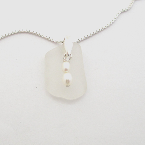snow white sea glass necklace with pearls 1