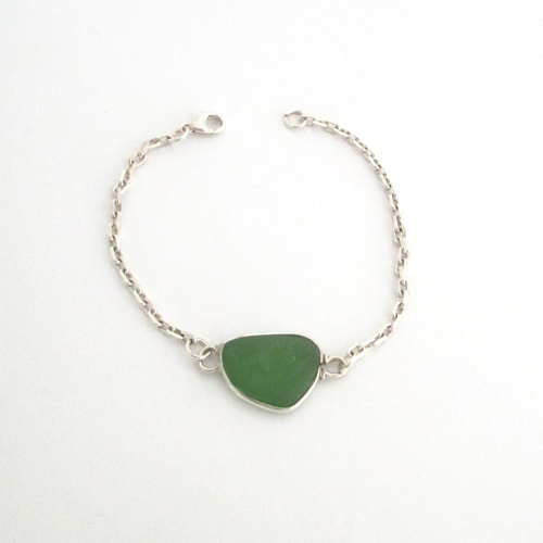 kelly green sea glass bracelet 1